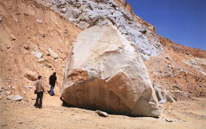 Levitated-Mass-Rock-boulder